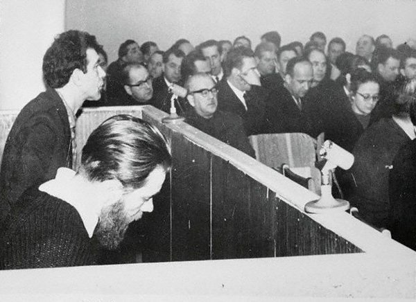 Authors_Andrei_Sinyavsky_and_Yuli_Daniel_during_their_trial_in_1956-66